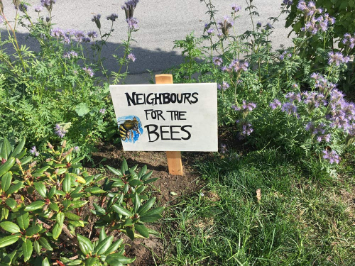 Plants with Neighbours for the Bees sign